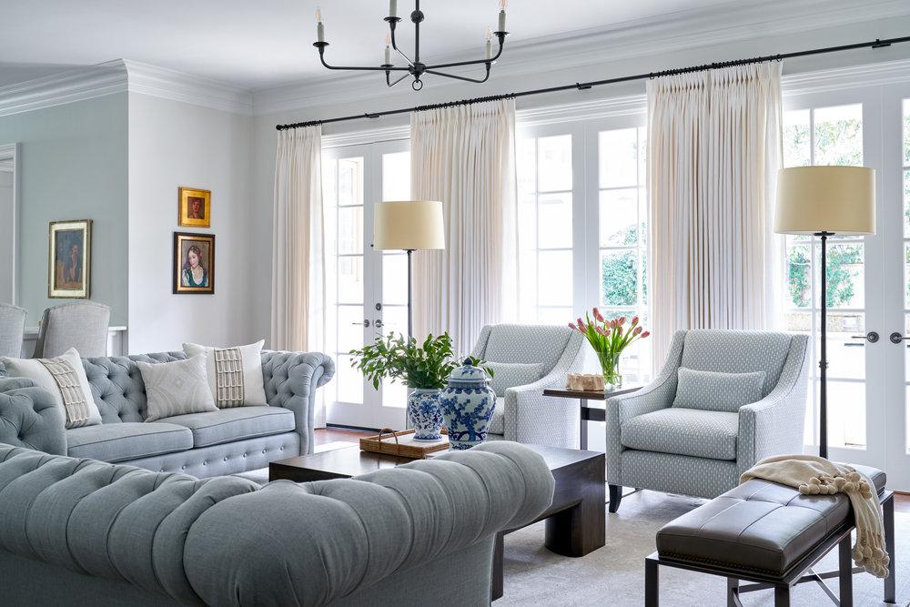 Family room interior by Beth Lindsey Interior Design.