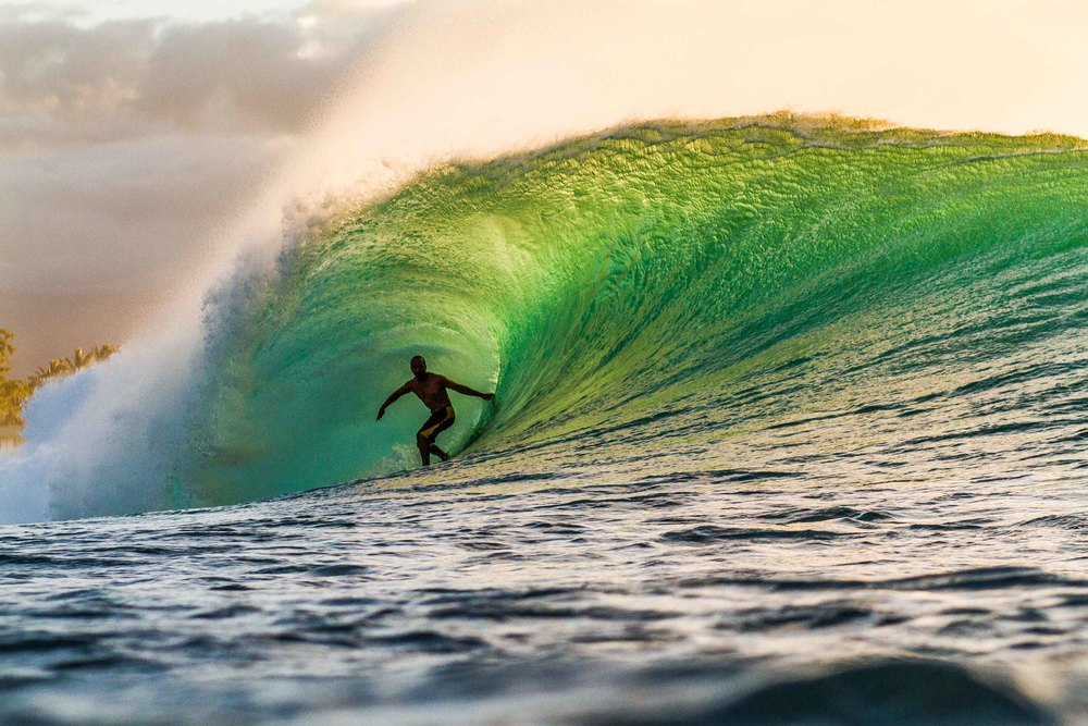 bryce-johnson-pipeline-surfing-photography