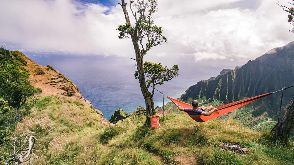 bryce-johnson-kalalau-ridge-kauai-hiking-hammock-palmwood-aloha-exchange-22.jpg