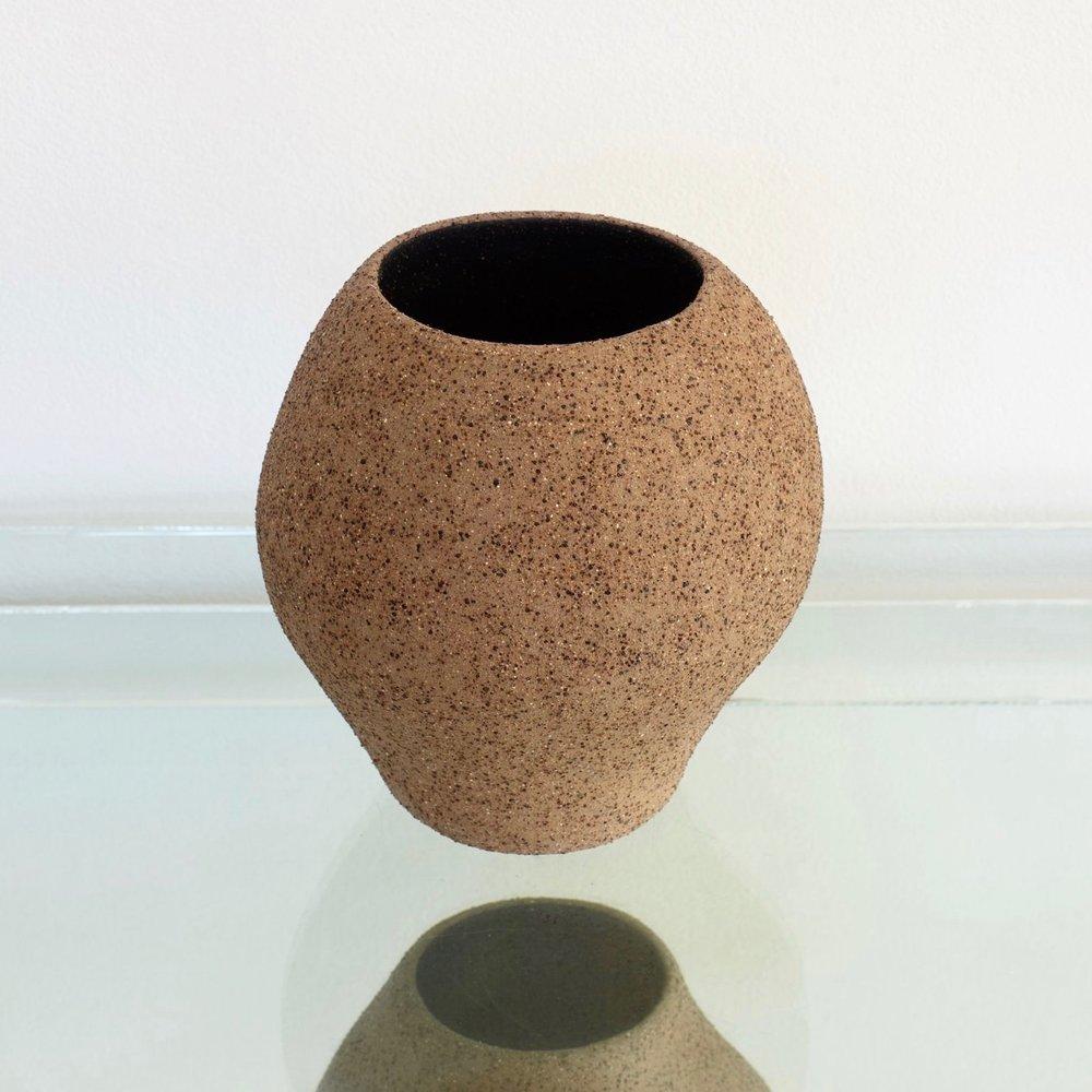 Pushmepullyou Curve Vase