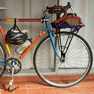 @galligher_photo putting the Carga rack into good use along with his daily vintage commuter.  _ #ridevivos  #commuter #bicycle  #cycling