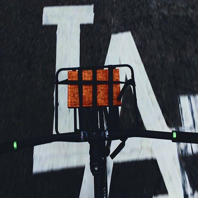 @ganeshapupil reppin' LA and our Carga Rack! ✌🏻️#ridevivos