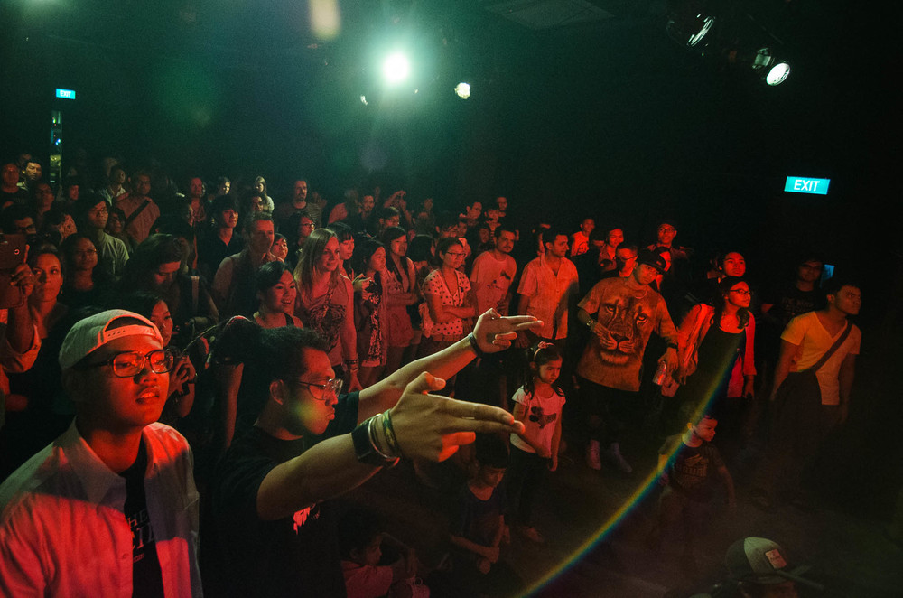 What an amazing crowd at Aliwal!  photo by jensenching.com
