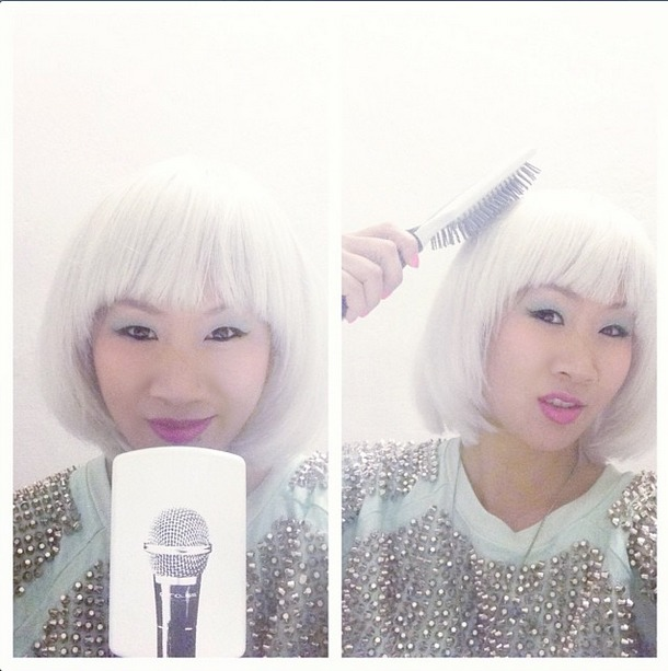 Fixing up the Hurrr backstage in the Green Room with my Mic Brush! photo. instagram.com/masiaone