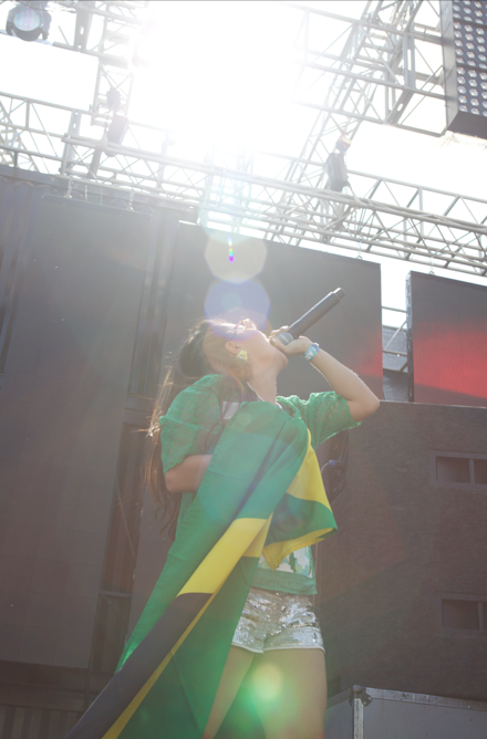 And guess what?  On stage I spotted him in the crowd, grab the flag and jumped up and down to rep for the yardies out there in Korea.  Surprisingly after the show I was approached by a few Jamaicans at Ultra!  Jah bless.