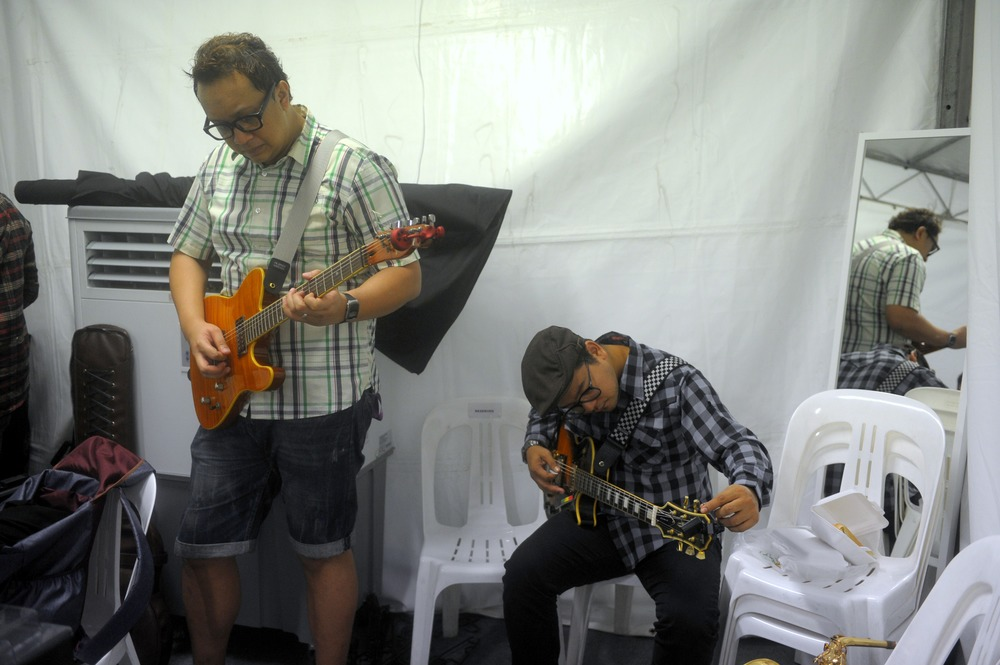 Iskanda aka Ska Man and Izzat backstage prepping, photo Mohd Fyrol Night Festival