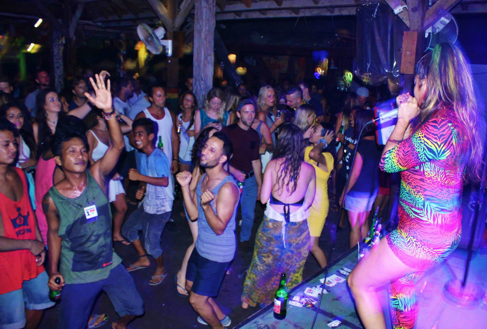 Sama Sama Reggae Bar was full of vibes and a very high energy party!
