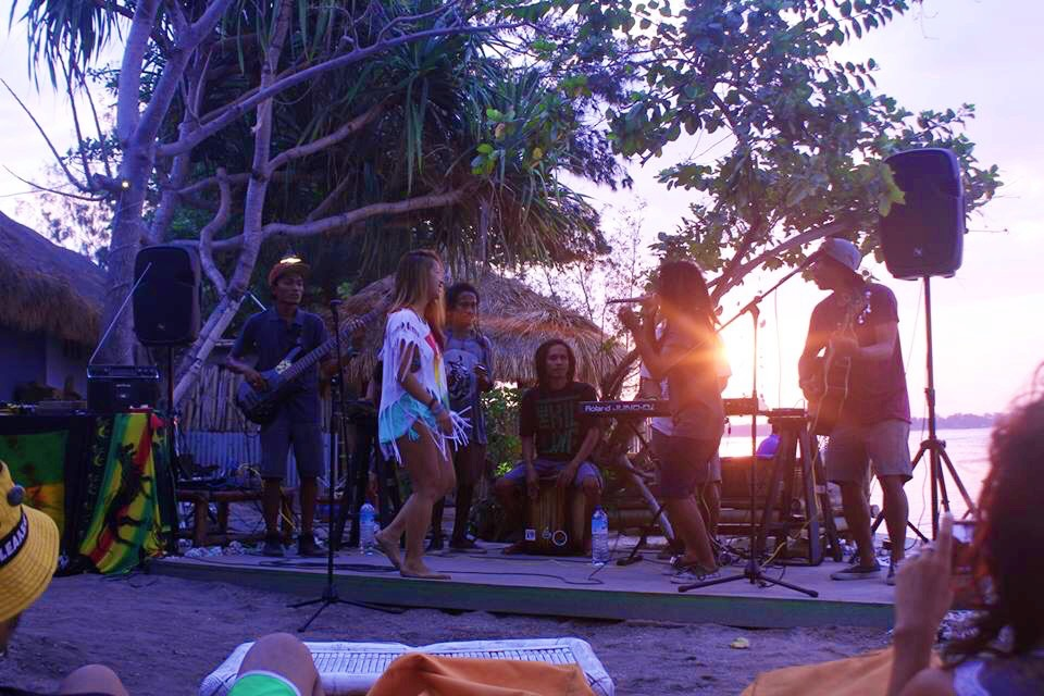 I didn't think anywhere could be more beautiful than Gili Trawangan, but the settings at Pura Vida in Gili Air were stunning.  The island is much more quiet that Gili T with a peaceful vibe in the breeze. Perfect for an impromptu jam session with Jah On Holiday.