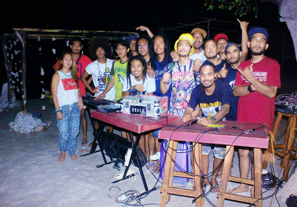 Reggae family from Bali to the Gili Islands! Jah On Holiday, Iwanouz keyboardist from Steven & The Coconut Trees, Gili Soundsystem & Yella Sky at Marley Bar, Gili Trawangan.