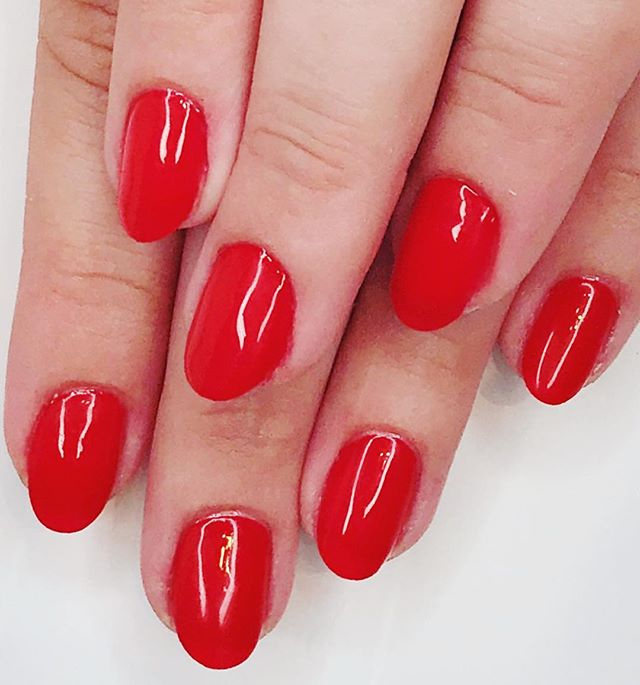A classis red mani never goes out of style! Gel manicure by: @beautybybriannej @nailsontheriver . . . #nailstagram #nailsofinstagram #naildesign #naildesign #nailsoftheday #instanails #notd #nailsonpoint #lovemynails #nailpro #nailart #nails2inspire #megandiezsalon #manicure #pedicure #greenvillenails #greenvillepedicure #greenvillemanicure #yeahthatgreenville #nailsmagazine #megandieznails #gelnails