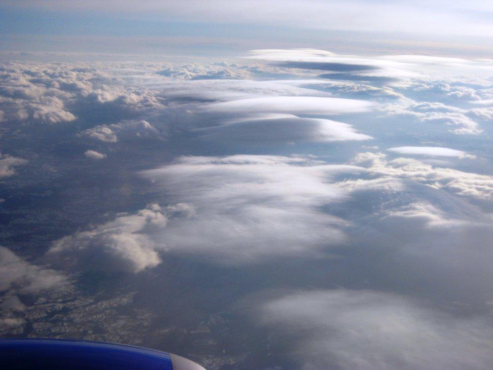 """Altocumulus (lenticularis) aka """"lennies"""") above cumulus"""