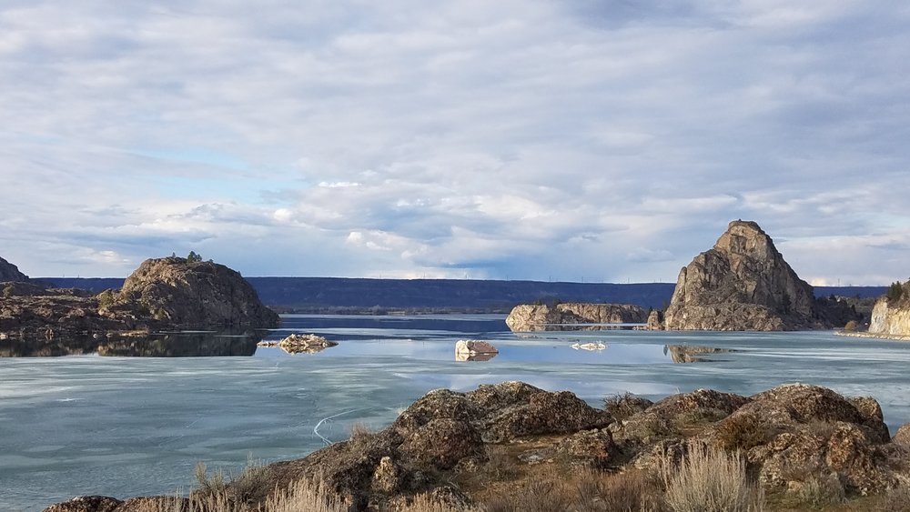 Nice to have Banks Lake locked in ice for my tour of my Ice-Age Geology tour of the Grand Coulee.  (Photo by M.M. Ruth)