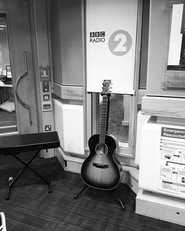 Just finished a live session for Tom Chaplin on Radio 2 with Jo Whiley. Thanks to @auden_guitars for their constant support!