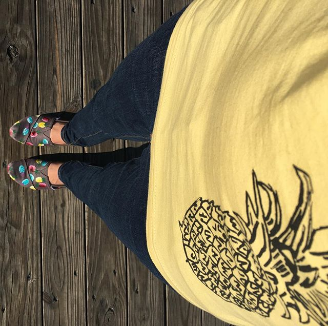 This weather has us thinking about the beach & boardwalk.. and pineapples 🙌🏼🍍🕶 @toms #toms
