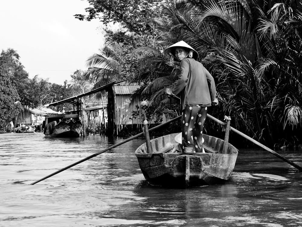 Vietnam_Mekong_Floating_Woman_Looking_Back-1697.jpg