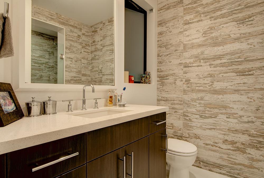 LR_Bathroom-1.jpg