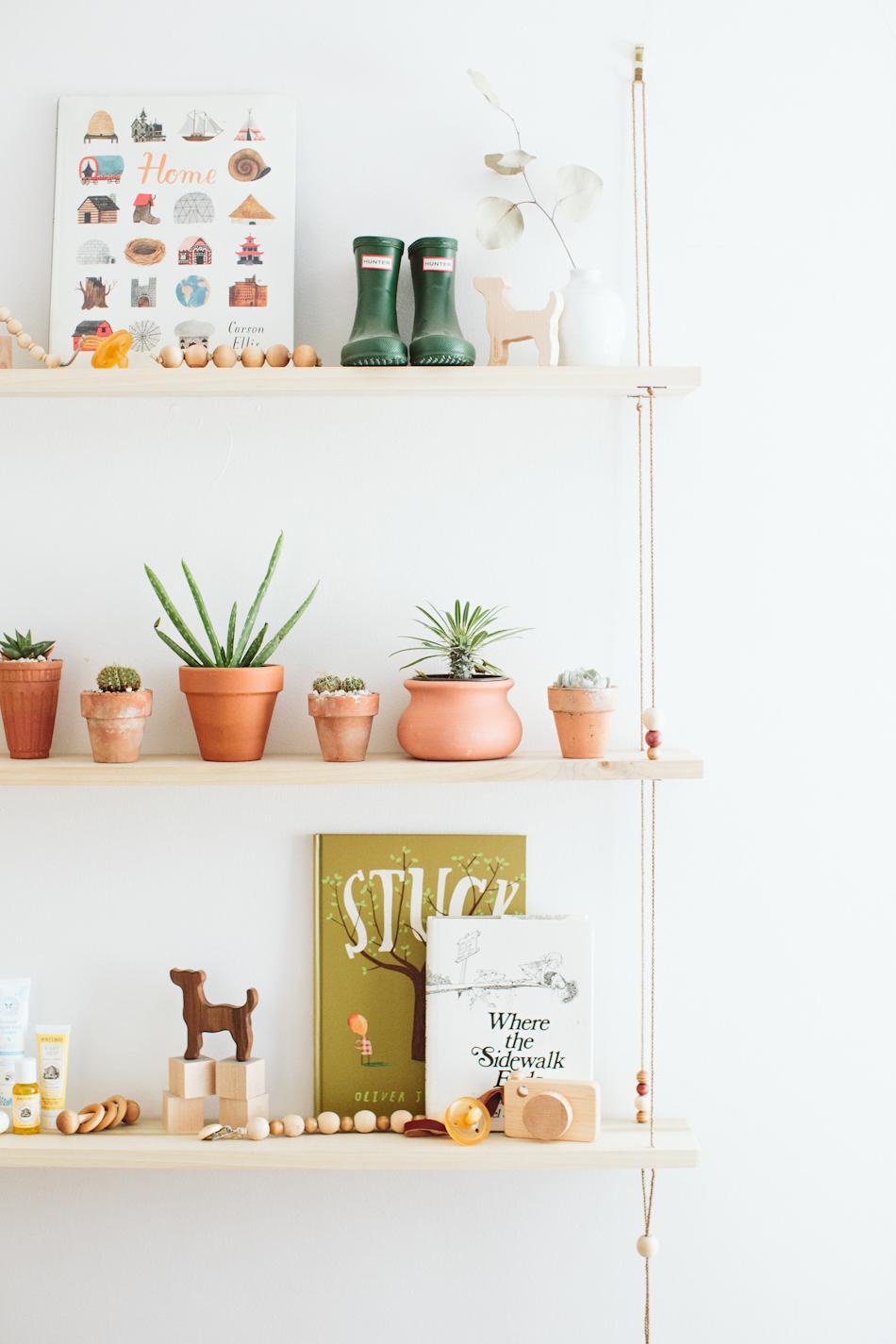 Kleine potjes met een cactusplantje staat superleuk op een plankje