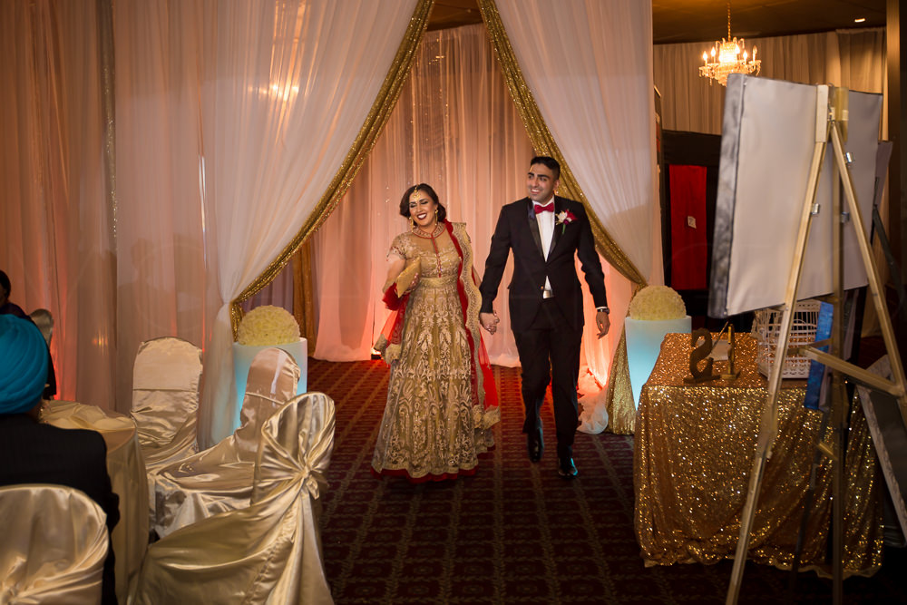 Janti and Sim makes their entrance like bollywood celebrities!