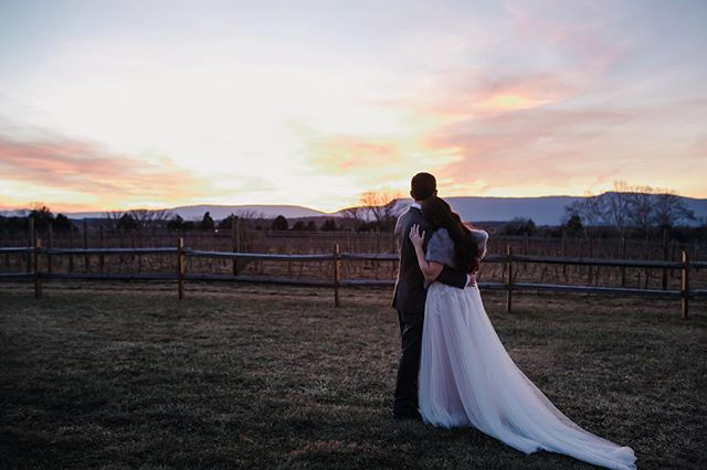 Your wedding day flys by, so when I am shooting the B&G, I make sure to tell them to take a moment. And how could you not with a sunset like this? . . . #erinklingphotography