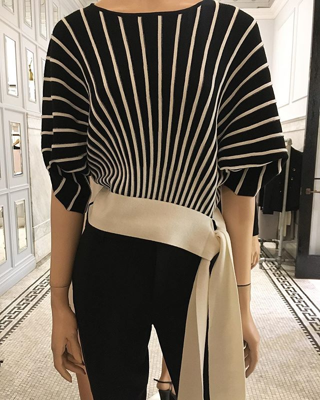 Along those lines @clubmonaco  #blackandwhite #top #tiewaist #clubmonaco #torontoshopping