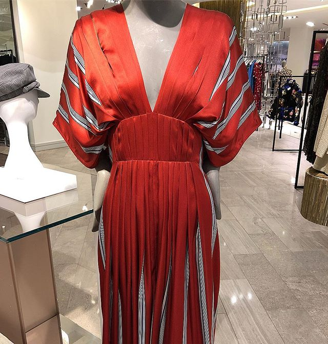 Deep vee diving @roksandailincic  #red #deepv #roksanda #dress #torontoshopping