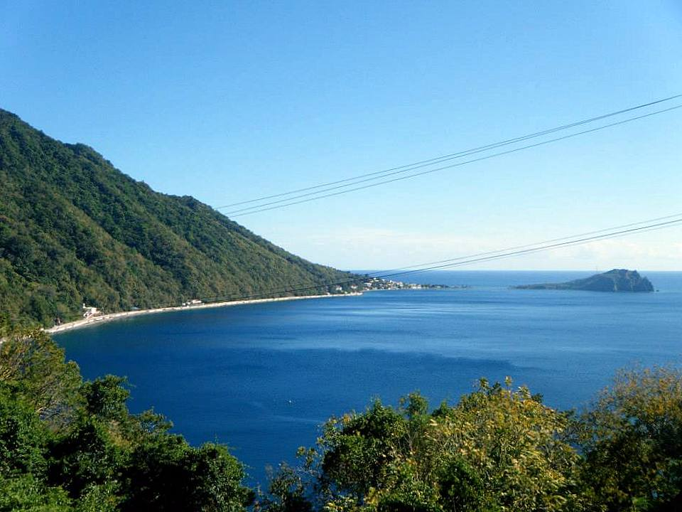 Soufriere Bay, whale watching and diving hotspot(Photo: Aireona Bonnie Raschke, 2014)
