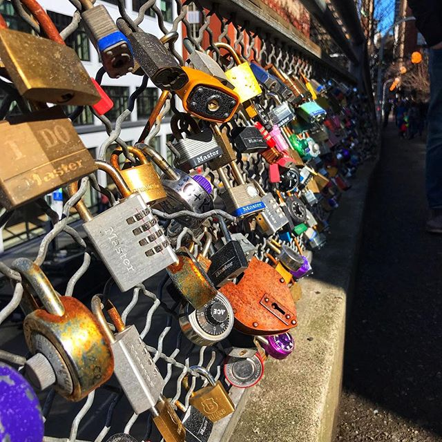 Don't forget to lock it up. . . . . #townsendpics #seattle #seattleart #lock #walloflocks #tourist_pic #seattlephotography #travelcaptures #picsart #todaysartreport #todayful