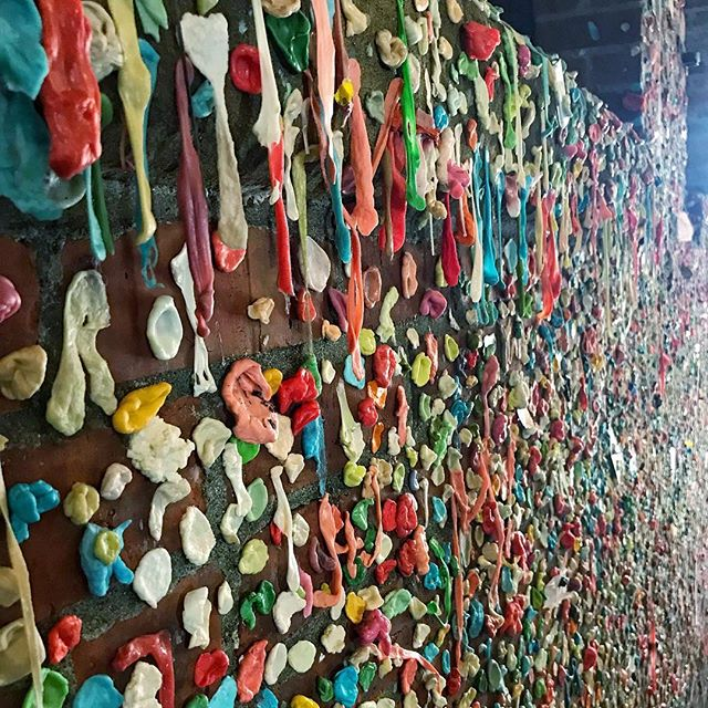 Who wants some gum? . . . . . #townsendpics #seattle #gumwallseattle #picoftheday #tourist_pic #visitseattle #travelphotography #travelgram #gooutandshoot