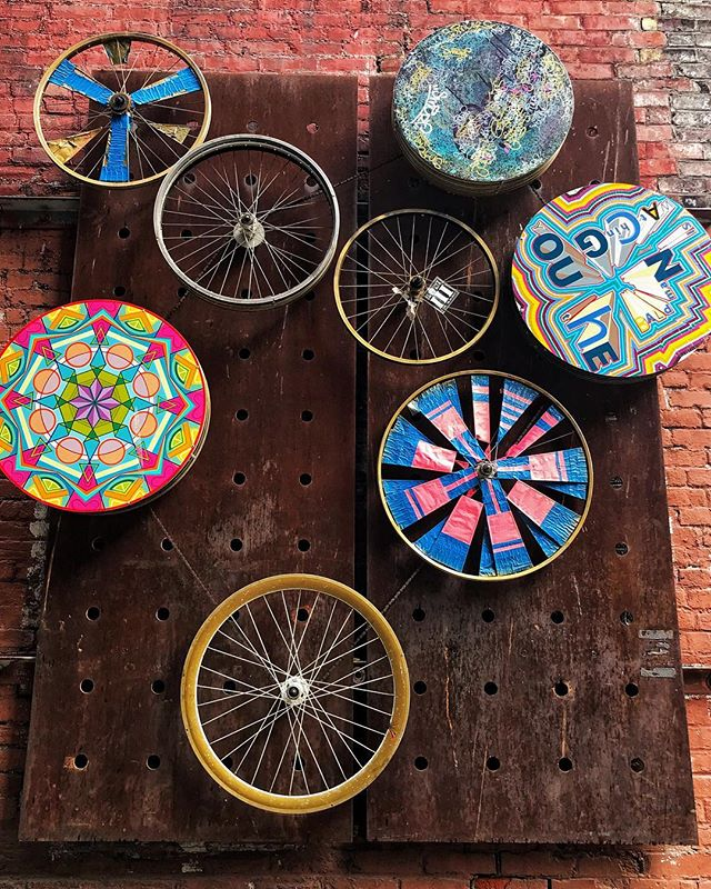 The wheels keep on rollin' . . . . . #townsendpics #seattleart #streetart #touristlife #takeaspin #visitseattle #goexplore #adventureawaits #touristicplaces