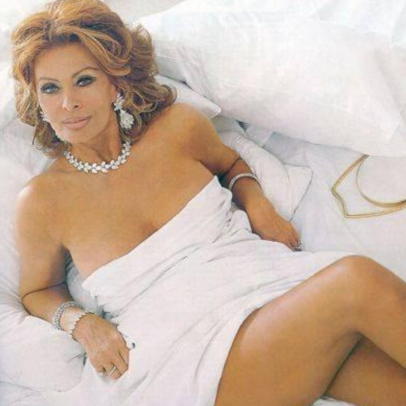 Sophia Loren abed. Double wowza!