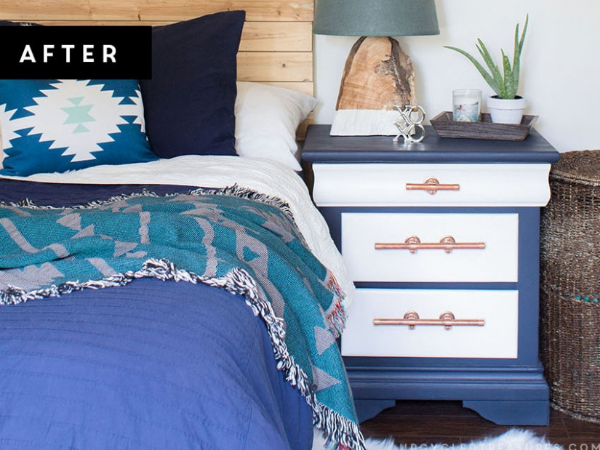 navy-and-white-nightstand-makeover-with-diy-copper-pipe-drawer-pulls-upcycledtreasures.jpg