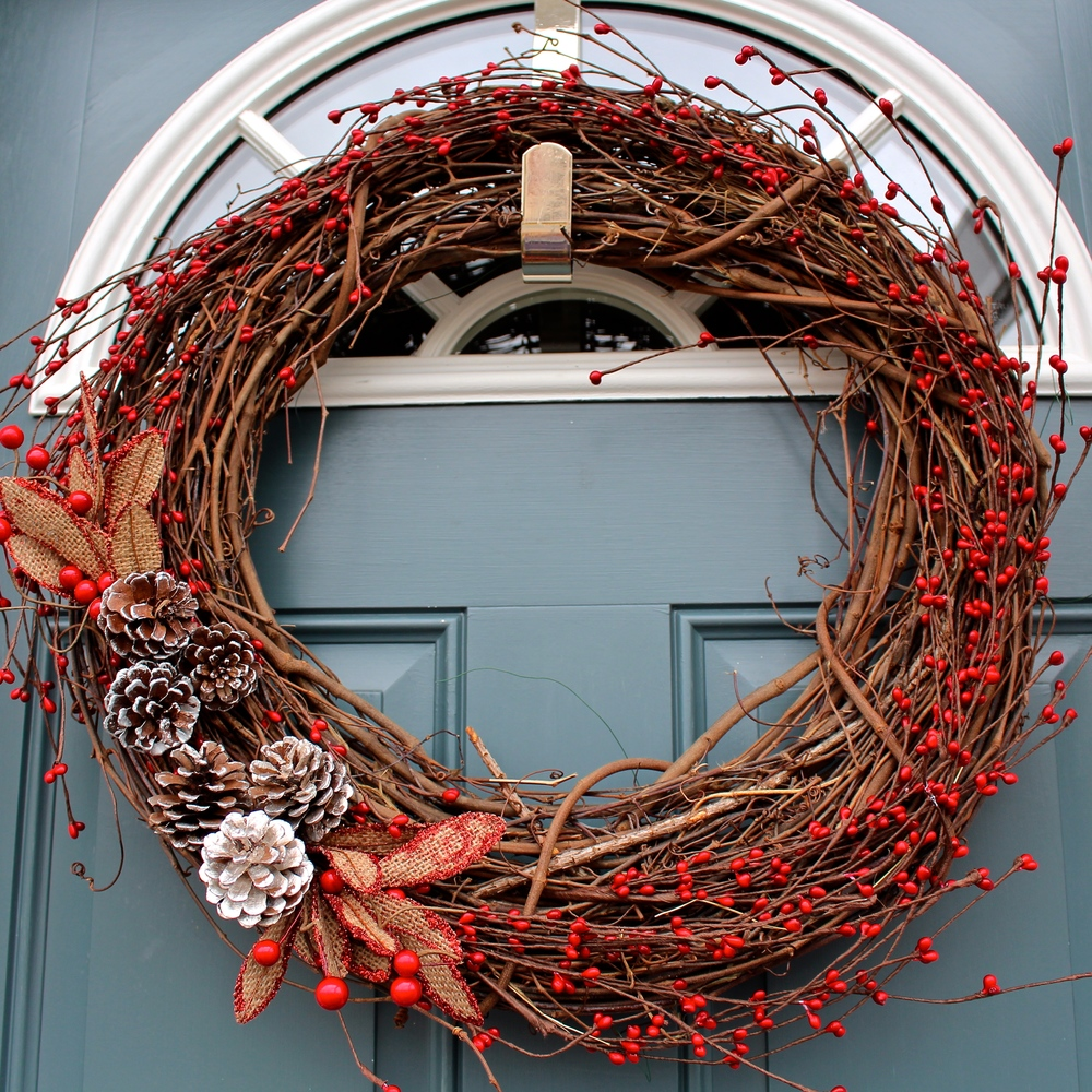 Red Berry and Pinecone Christmas Wreath — Weekend Craft