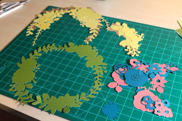 assembling paper wreath