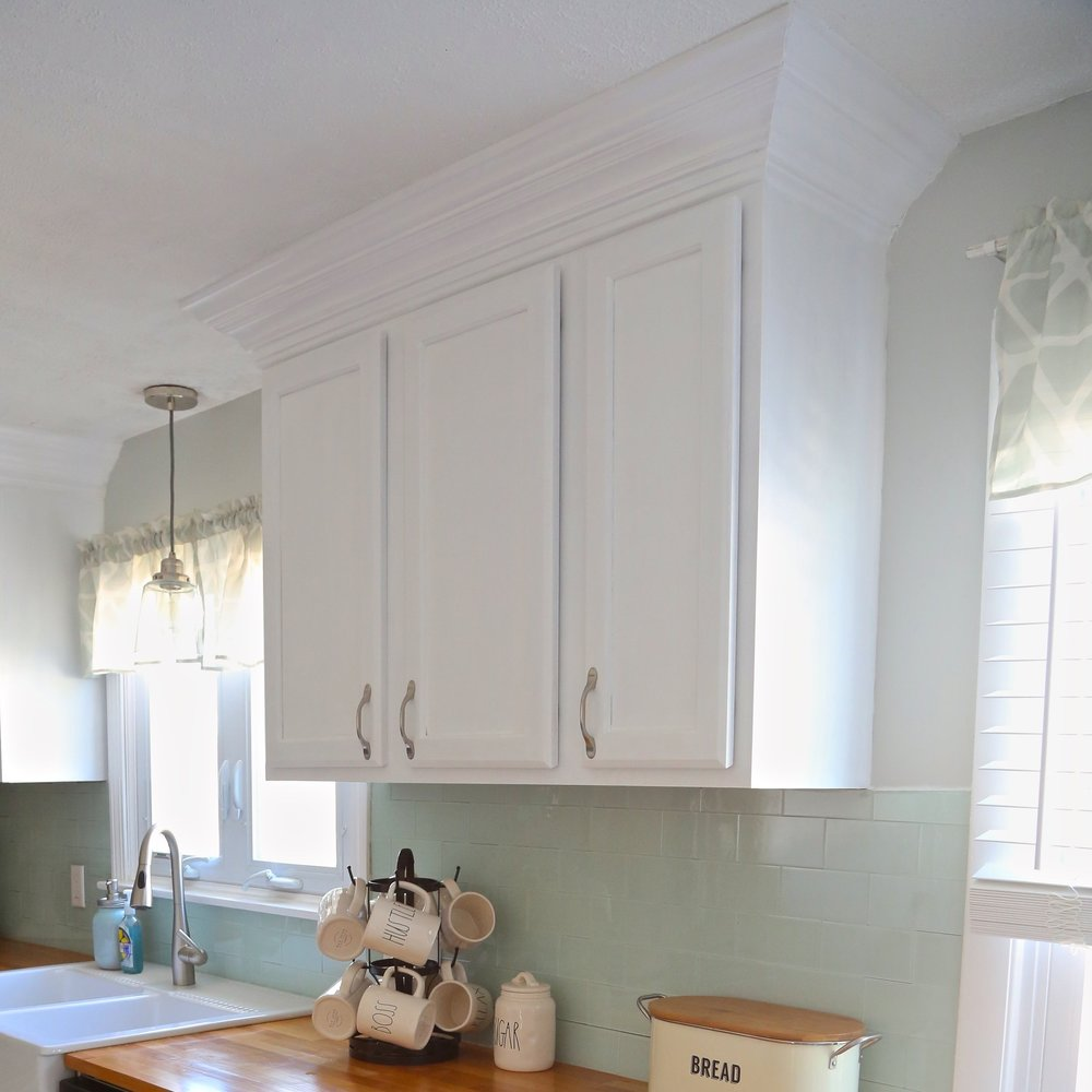 Adding crown molding to your kitchen cabinets weekend craft for Attaching crown molding to kitchen cabinets