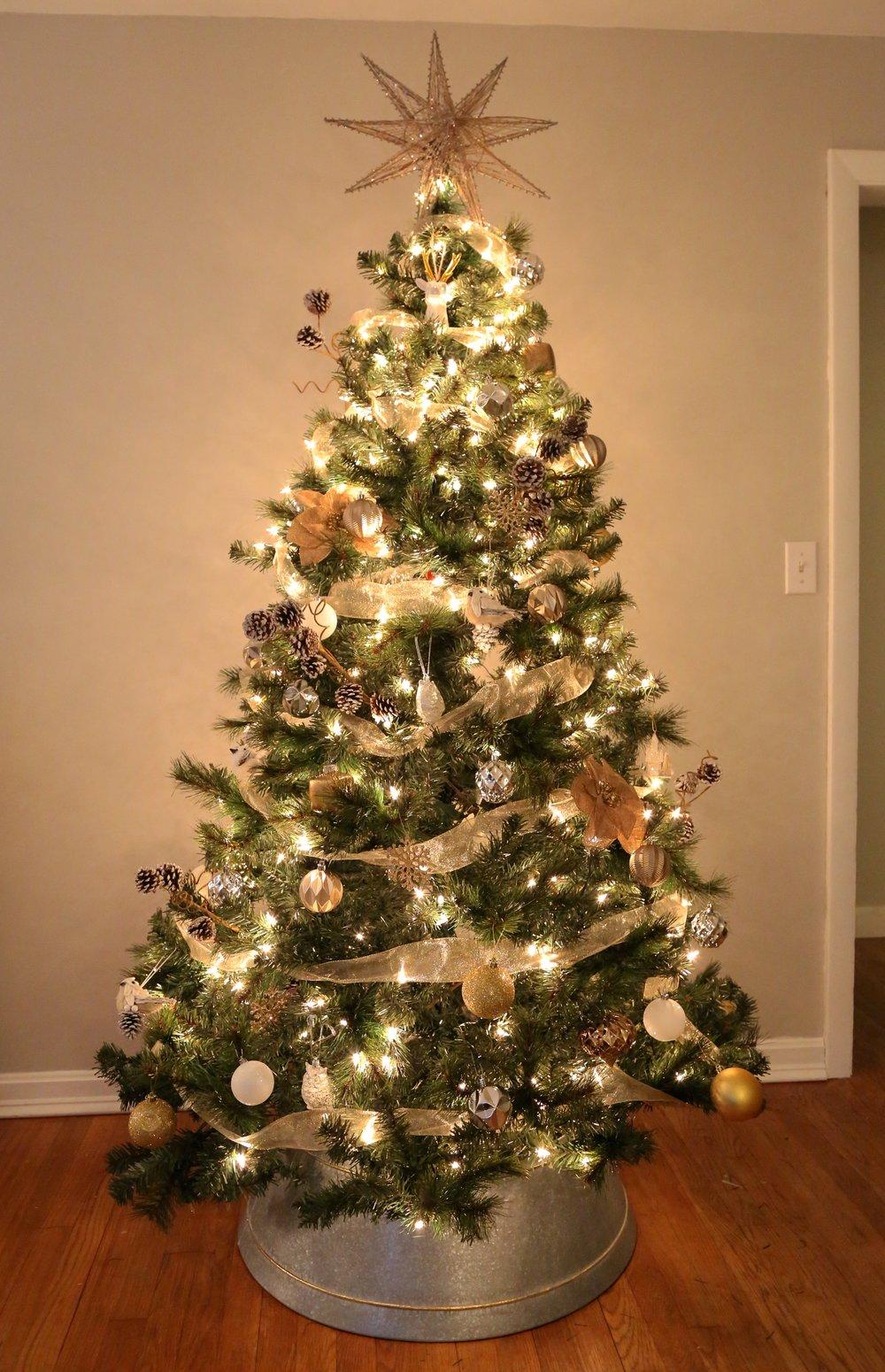 Mixed Metals Neutral Farmhouse Christmas Tree4