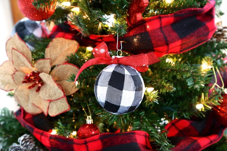 diy buffalo check plaid ornament - Buffalo Check Christmas Decor