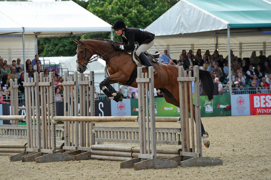 Geraldine Fisher competing in the Inter-Hunt relay at Royal Windsor Horse Show