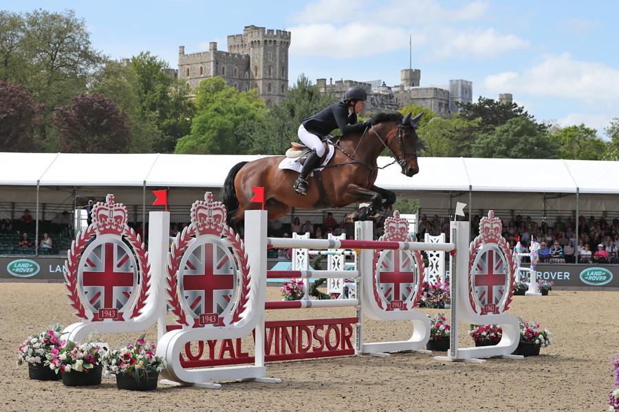 Doonaveeragh Emma - Landrover A & B Jumping Windsor