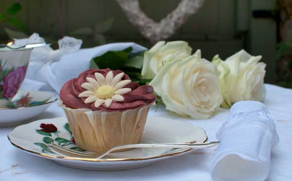 Wedding cupcakes by The Chipping Norton Tea Set