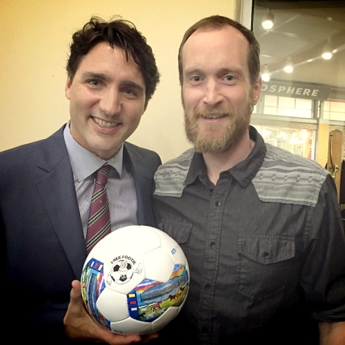 An amazing chance encounter for Free Footie Founder Tim Adams to  show Prime Minister Justin Trudeau our amazing ball.