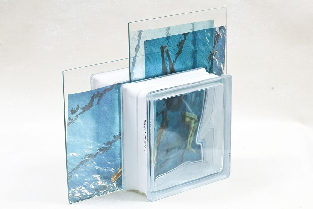 Livro-Lamina III | Laminas de vidro, tijolo de vidro e acetato impresso | 29 x 23 cm