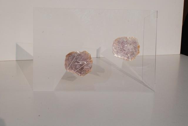 Micas | 2012 | Micas, plexiglasse fio de prata | 21 x 29 cm