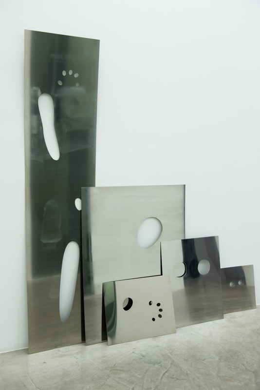 cortes [pict]_inox | 2014 | Espelho de aço inox cortado | 70 x 40 x 0,25 cm - 90 x 70 x 0,25 cm - 55 x 45 x 0,25 cm