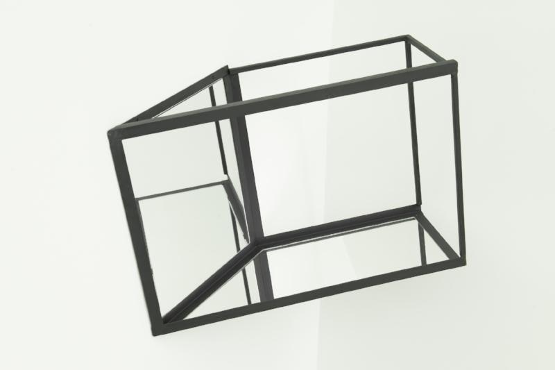 S/ Título | 2015 | Aço e espelho | 70 x 94 x 55 cm | Edição 5