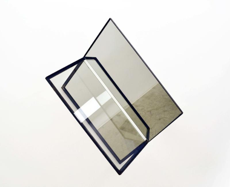 S/ Título | 2015 | Aço, espelho e vidro | 100 x 80 x 38 cm | Edição 5