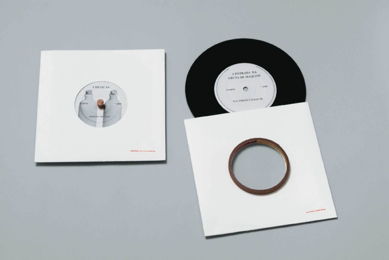 Copy of Compacto Simples   Disco de vinil com objeto   1981   1 x 18 x 18 cm   Edição de 300