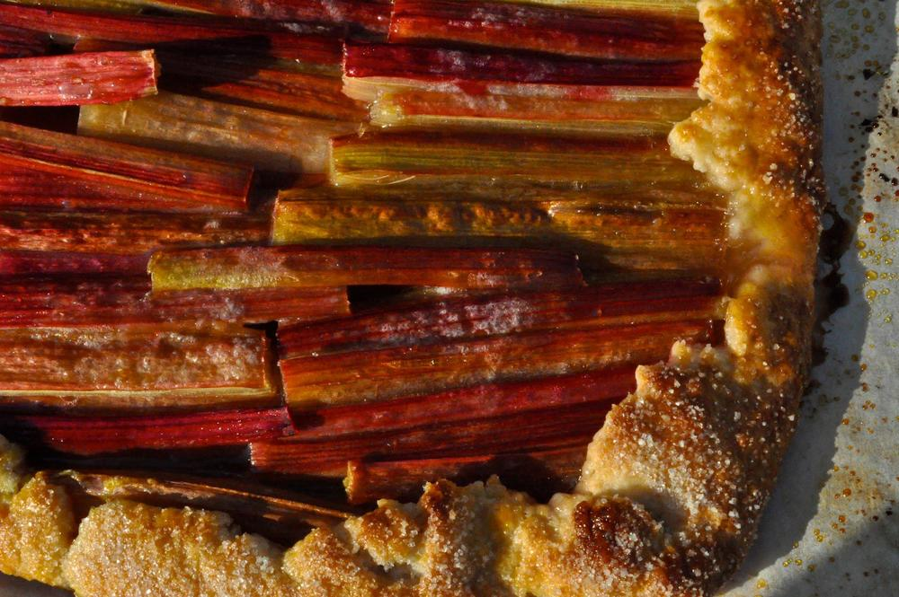 a few years ago, i created perfect little rows of rhubarb in my galette, with the red skin showing.