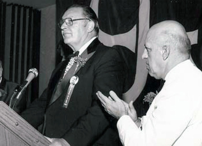 Howard being honored at the 1984 Convention with National President George Kilavos (Delta Xi/Valparaiso '55)