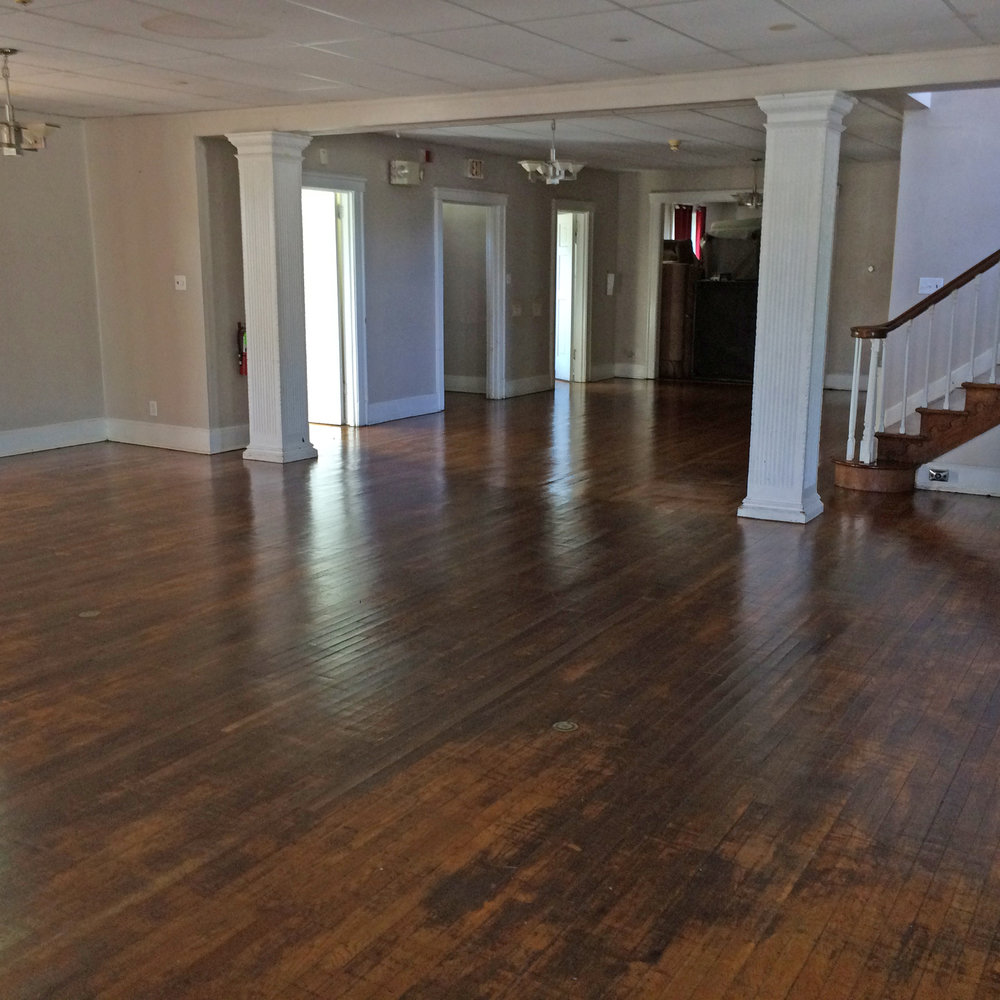 A commercial cleaner was hired to do a total cleaning of the house - Living Room and Foyer