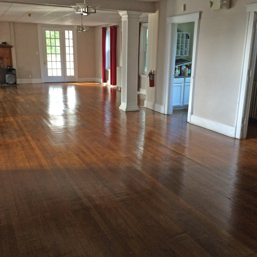 A commercial cleaner was hired to do a total cleaning of the house - Foyer and Living Room